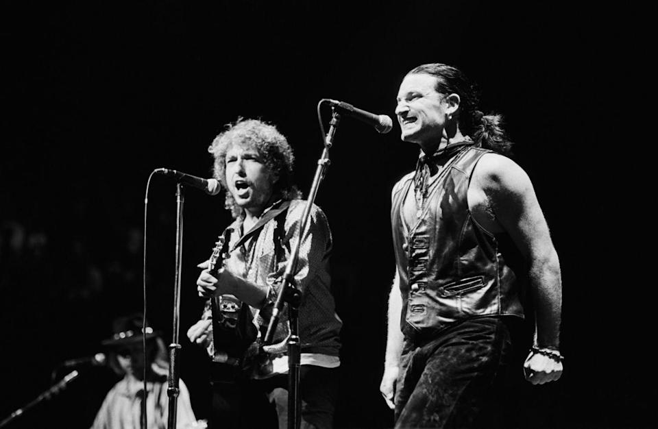 <p>Bono performs songs from <em>The Joshua Tree</em> album with Bob Dylan during a 1987 Inglewood, California, concert at the Forum.</p>