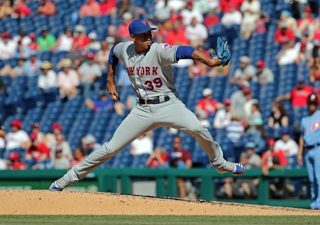 "PHILADELPHIA, PA - JUNE 27: <a class=""link rapid-noclick-resp"" href=""/mlb/players/10214/"" data-ylk=""slk:Edwin Diaz"">Edwin Diaz</a> #39 of the New York Mets delivers a pitch in the ninth inning during a game against the Philadelphia Phillies at Citizens Bank Park on June 27, 2019 in Philadelphia, Pennsylvania. The Phillies won 6-3. (Photo by Hunter Martin/Getty Images)"