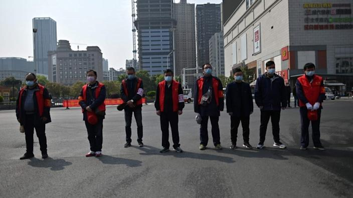 China came to a standstill during the three-minute silence at 10:00 a.m. local time