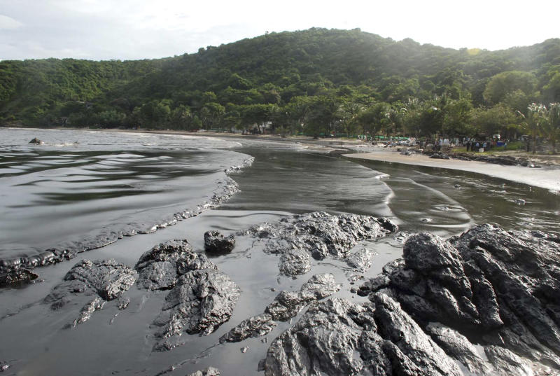 Thai oil spill spreads to new bay on resort island
