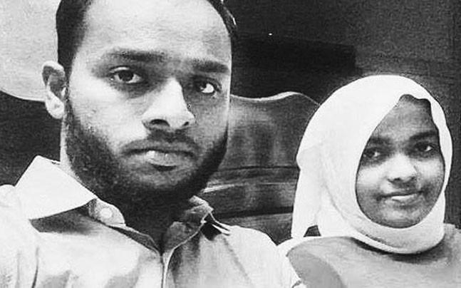 <p>Speaking to reporters before leaving for New Delhi, Hadiya said that she wants to go with her husband. </p>