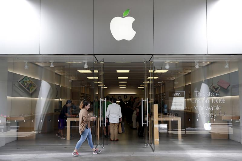 An Apple store is seen in Los Angeles, California, United States, April 22, 2016. Apple Inc (AAPL) will report its second quarter results April 26. Picture taken April 22, 2016. REUTERS/Lucy Nicholson