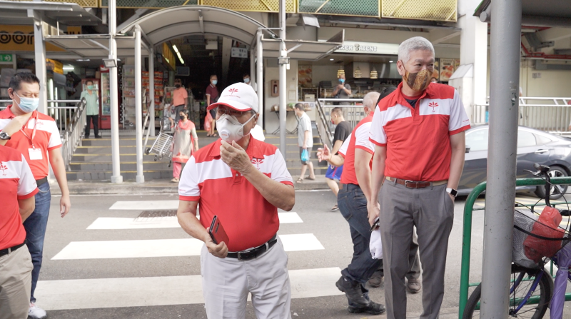 Dr Tan Cheng Bock and Lee Hsien Yang from the Progress Singapore Party on their walkabout at Boon Lay Place Market and Food Village on Sunday (28 June) morning. (PHOTO: Nick Tan for Yahoo News Singapore)