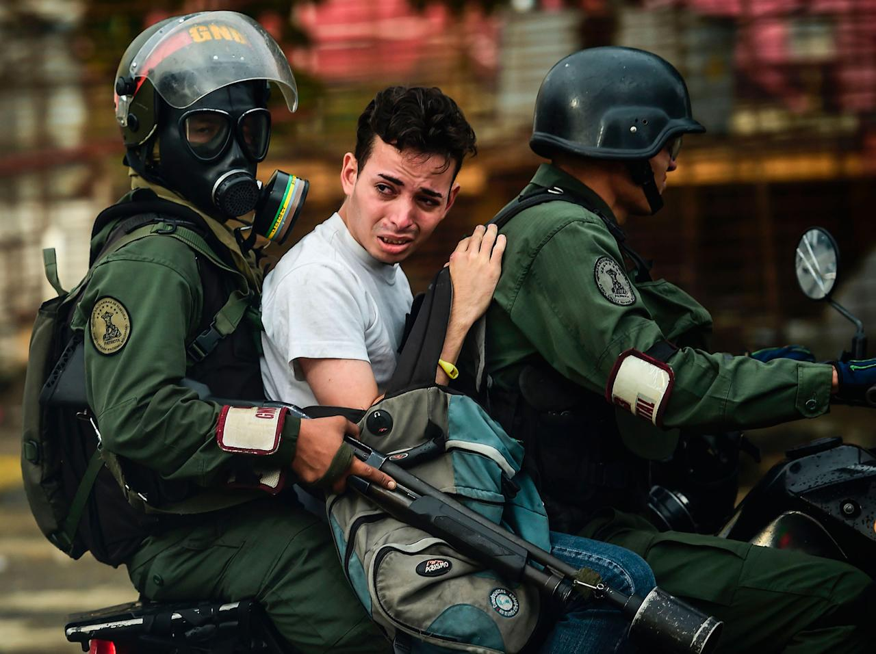 <p>An anti-government activist is arrested during clashes in Caracas on July 28, 2017. (Photo: Ronaldo Schemidt/AFP/Getty Images) </p>