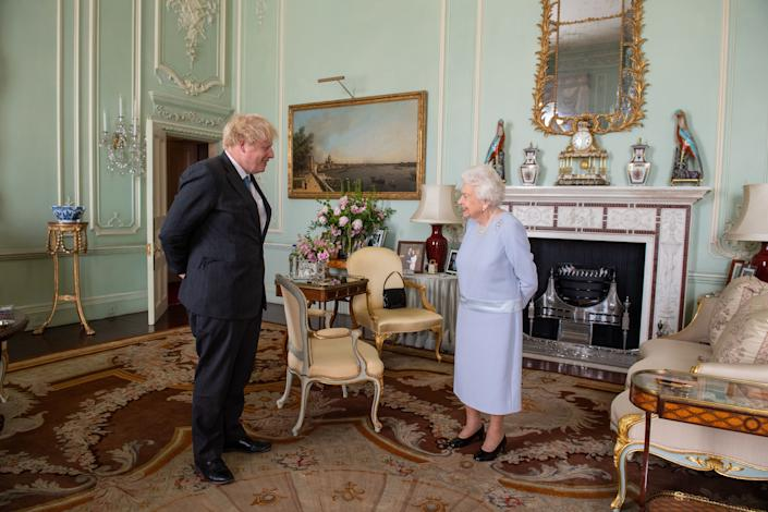 LONDON, ENGLAND - JUNE 23: Queen Elizabeth II greets Prime Minister Boris Johnson during the first in-person weekly audience with the Prime Minister since the start of the coronavirus pandemic at Buckingham Palace on June 23, 2021 in London, England. (Photo by Dominic Lipinski - WPA Pool/Getty Images)