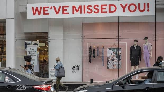 In March, the Canadian economy created jobs even in hard-hit industries, including retail and food services, but that could change next month due to a new round of lockdowns to fight COVID-19's third wave. (Brian Morris/CBC - image credit)