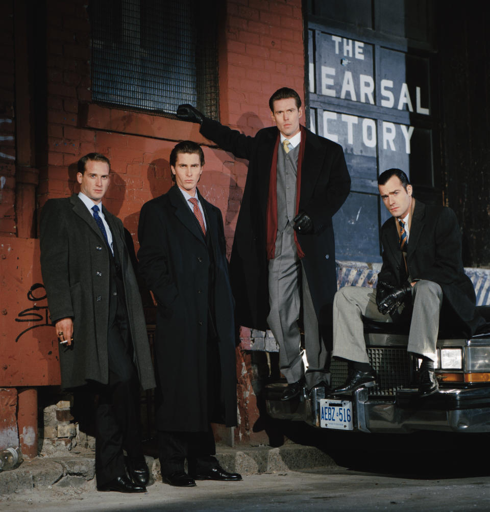(L-R) Actors Josh Lucas, Christian Bale, Bill Sage, and Justin Theroux on the set of American Psycho, based on the novel by Bret Easton Ellis and directed by Canadian Mary Harron. (Photo by Eric Robert/Sygma/Sygma via Getty Images)