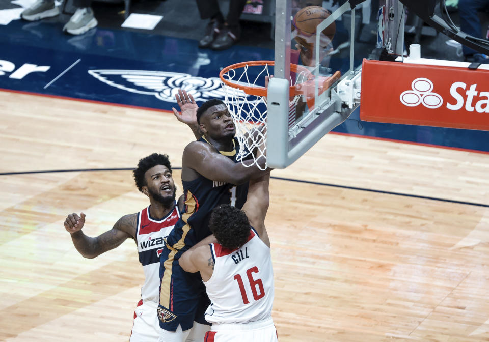 New Orleans Pelicans forward Zion Williamson (1) shoots over Washington Wizards forward Anthony Gill (16) and forward Jordan Bell (7) in the fourth quarter of an NBA basketball game in New Orleans, Wednesday, Jan. 27, 2021. (AP Photo/Derick Hingle)