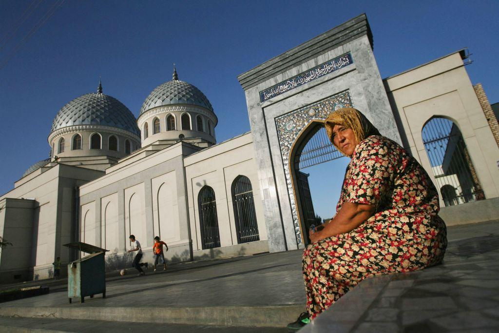 <p>TASHKENT, UZBEKISTAN: An Uzbek woman outside the Juma Mosque in Tashkent in the central Asian country of Uzbekistan. The mosque was built in the 9th century after the Arab invasion of the ancient Zoroastrian Tashkent region.</p>