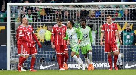 Soccer Football - Bundesliga - VfL Wolfsburg vs Bayern Munich - Volkswagen Arena, Wolfsburg, Germany - February 17, 2018 Wolfsburg's Daniel Didavi celebrates scoring their first goal with Divock Origi as Bayern Munich's Franck Ribery and team mates look dejected REUTERS/Fabian Bimmer