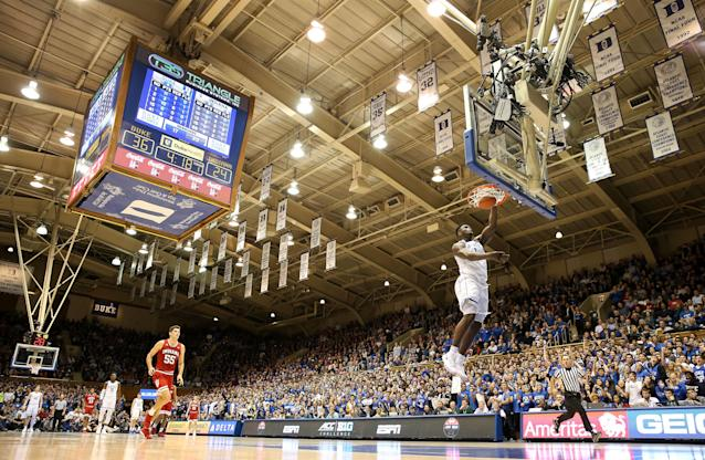 "The <a class=""link rapid-noclick-resp"" href=""/ncaab/players/147096/"" data-ylk=""slk:Zion Williamson"">Zion Williamson</a> show resumed in full force Tuesday as Duke hosted Indiana. (Getty)"