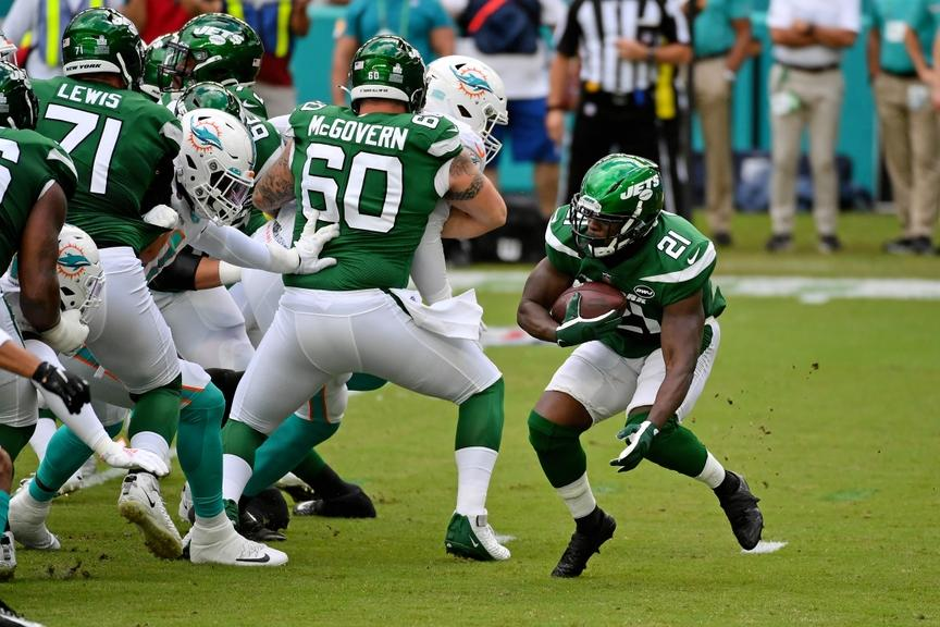 Frank Gores runs ball during Jets game against Dolphins