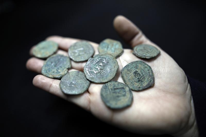 Ancient coins from the Byzantine Empire era (Seventh century) displayed during a press tour of the authority's storerooms on March 19, 2017 (AFP Photo/MENAHEM KAHANA)