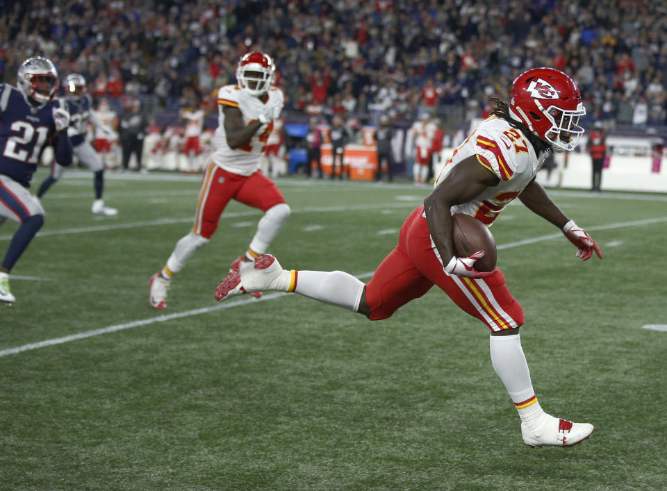 Kansas City Chiefs running back Kareem Hunt runs for the goal line and a touchdown after catching a pass against the New England Patriots during the second half of an NFL football game, Sunday, Oct. 14, 2018, in Foxborough, Mass. (AP Photo/Michael Dwyer)
