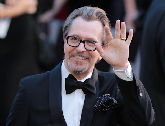 <p>Gary Oldman wears black thick frames with his tux at the 2018 Oscars red carpet. (Photo: Getty Images) </p>