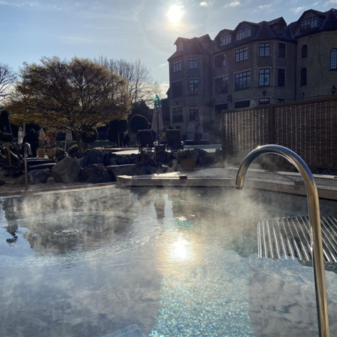 You can relax in beautiful surroundings in Pennyhill Park (Image @pennyhill_park)