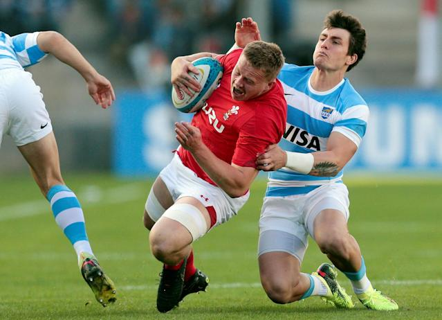 Rugby Union - June Internationals - Argentina v Wales - San Juan del Bicentenario Stadium, San Juan, Argentina - June 9, 2018 - Wales' James Davies and Argentina's Gonzalo Bertranou in action. REUTERS/Diego Lima
