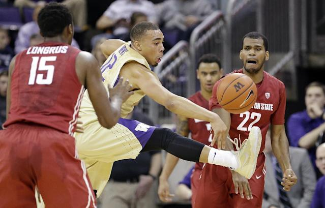 Washington's Andrew Andrews, center, tries to block a pass from Washington State's Royce Woolridge (22) to Junior Longrus (15) during the first half of an NCAA college basketball game Friday, Feb. 28, 2014, in Seattle. (AP Photo/Elaine Thompson)