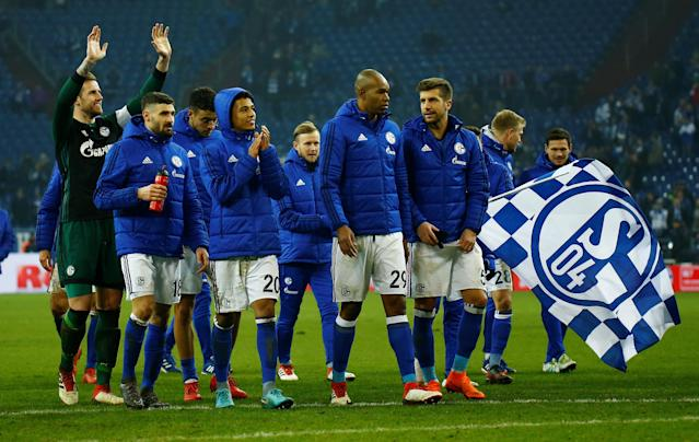 Soccer Football - Bundesliga - Schalke 04 vs TSG 1899 Hoffenheim - Veltins-Arena, Gelsenkirchen, Germany - February 17, 2018 Schalke players applaud the fans after the match REUTERS/Leon Kuegeler DFL RULES TO LIMIT THE ONLINE USAGE DURING MATCH TIME TO 15 PICTURES PER GAME. IMAGE SEQUENCES TO SIMULATE VIDEO IS NOT ALLOWED AT ANY TIME. FOR FURTHER QUERIES PLEASE CONTACT DFL DIRECTLY AT + 49 69 650050