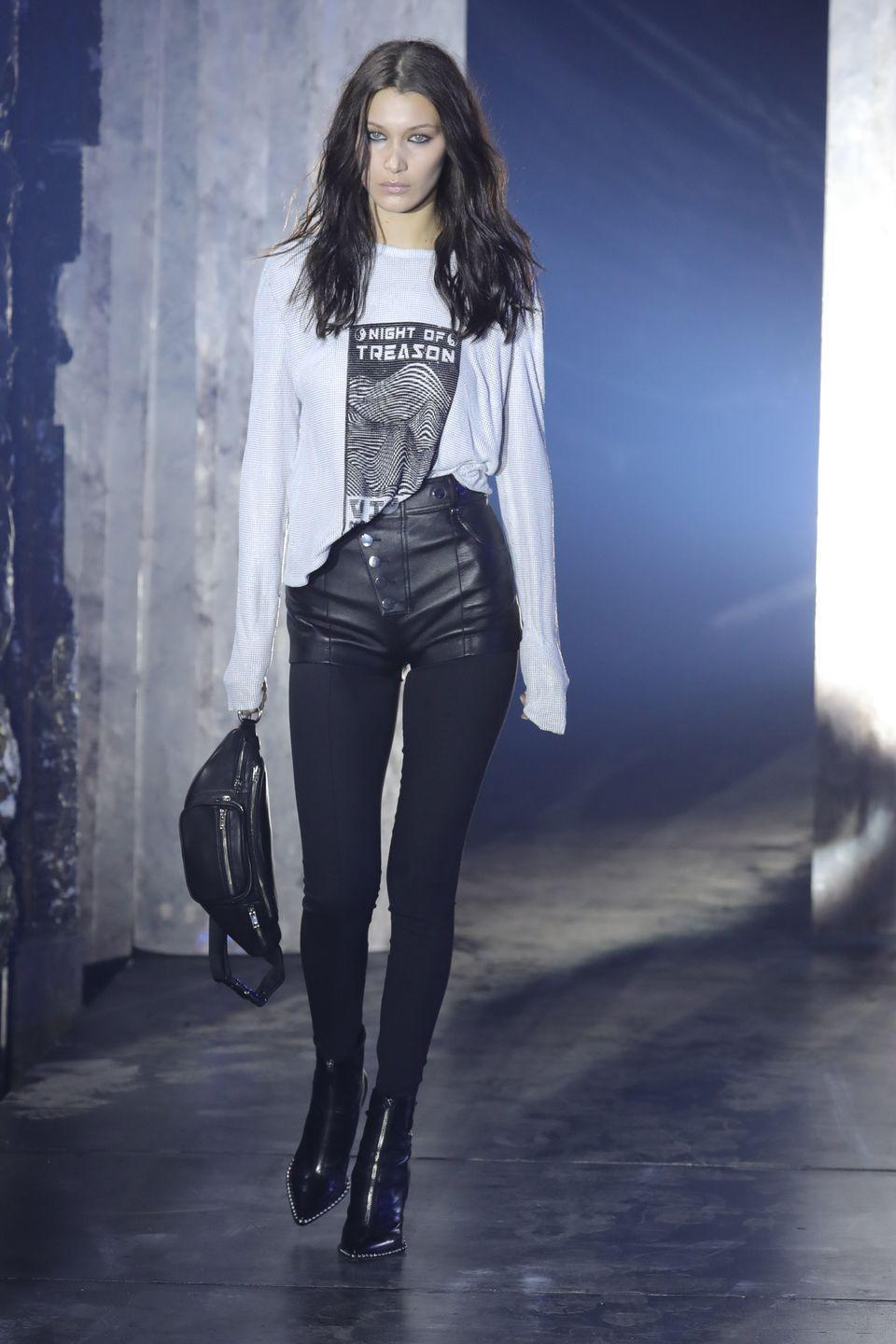 <p>Bella Hadid wore the only white element in the monochromatic runway of Alexander Wang, in New York on Saturday 10th, February.</p>