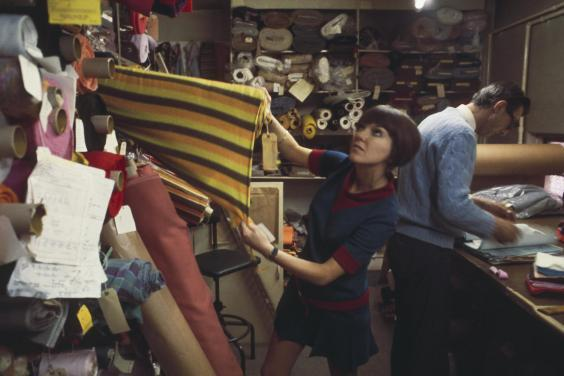 Mary Quant selecting fabric, 1967 (Victoria and Albert Museum)