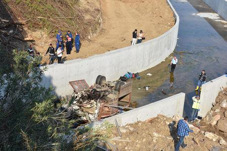 18 killed after bus carrying migrants crashes in western Turkey