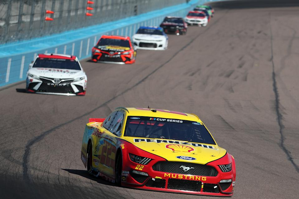 AVONDALE, ARIZONA - MARCH 08: Joey Logano, driver of the #22 Shell Pennzoil Ford, leads a pack of cars during the NASCAR Cup Series FanShield 500 at Phoenix Raceway on March 08, 2020 in Avondale, Arizona. (Photo by Chris Graythen/Getty Images)