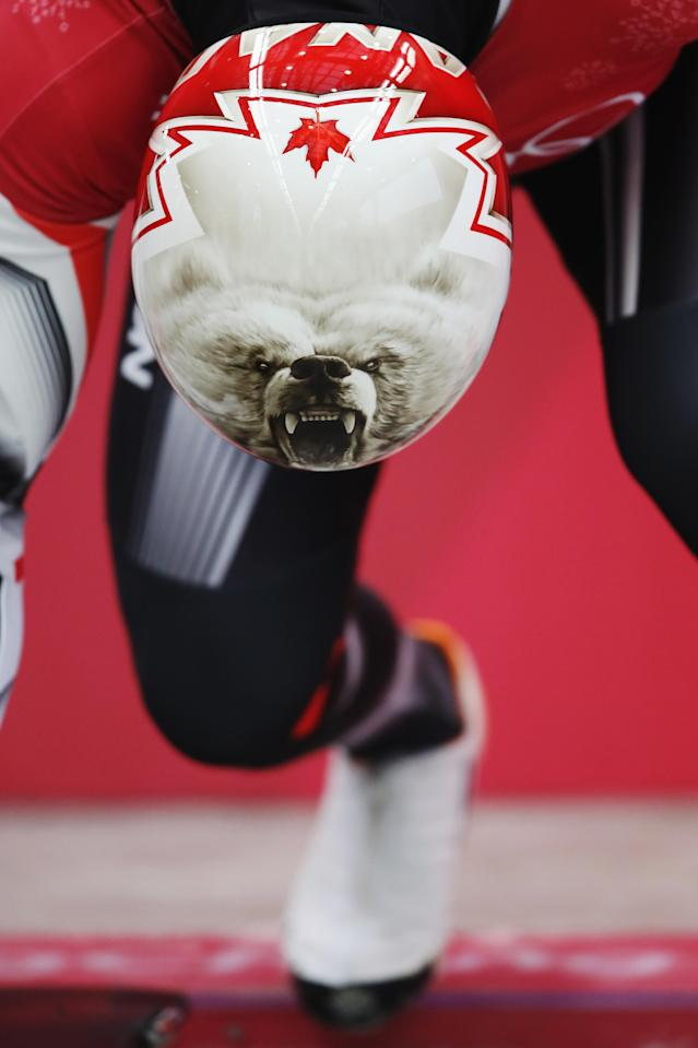 <p>A closer look at the polar bear being donned by Canadian riders. </p>
