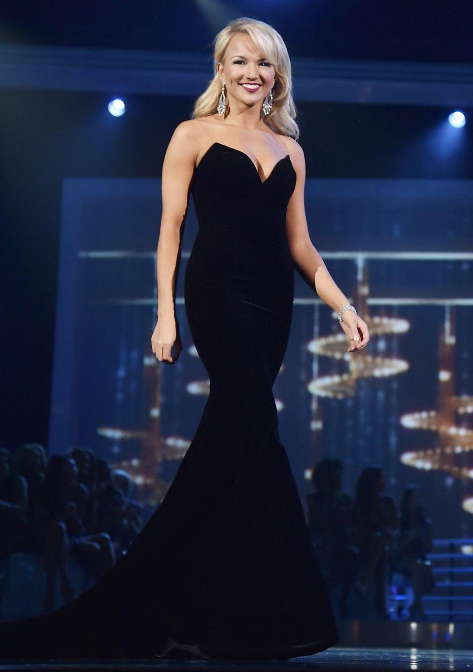 <p>Arkansas's Savvy Shields kept things simple in a black sweetheart neck gown and statement earrings to win the 2017 pageant.</p>