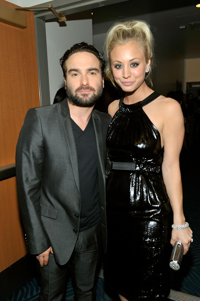 LOS ANGELES, CA - JANUARY 06:  Actor Johnny Galecki (L) and actress Kaley Cuoco pose backstage during the People's Choice Awards 2010 held at Nokia Theatre L.A. Live on January 6, 2010 in Los Angeles, California.  (Photo by Charley Gallay/Getty Images for PCA)