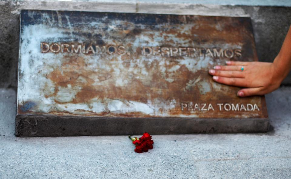The Plaza Tomada remained & amp;  without people, but before a plaque was left & amp;  to remember what happened.  & quot; We sleep, we wake up. & quot;  Spain could no longer simply skip the page.