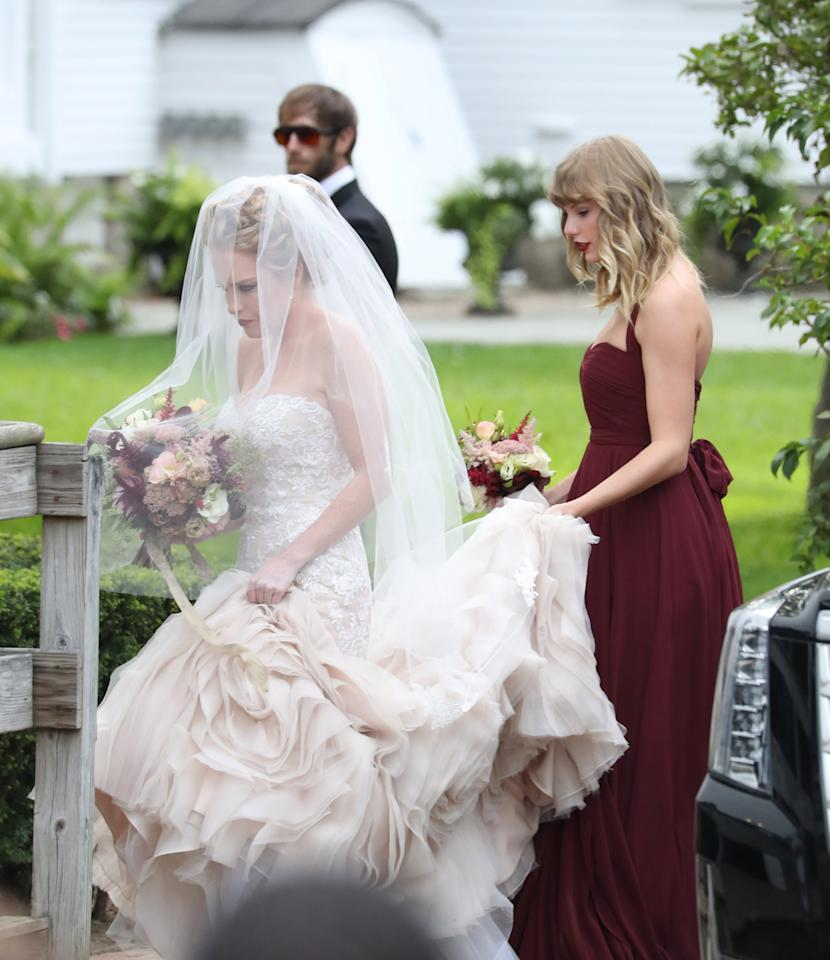 Taylor Swift Is The Ultimate Bridesmaid At Bff, Abigail Anderson's Wedding