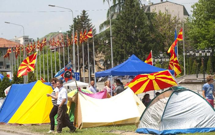 Tents set-up by protesters near the Macedonian Government Building, the offices of embattled Prime Minister Nikola Gruevski, in Skopje on May 18, 2015 (AFP Photo/Robet Atanasovski)
