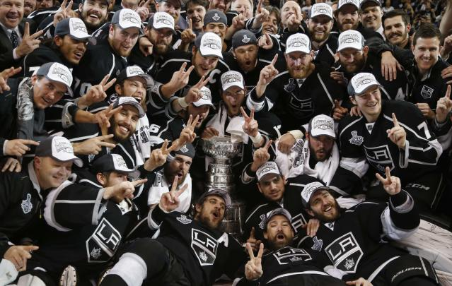 Los Angeles Kings pose for a team photo with the Stanley Cup after defeating the New York Rangers in Game 5 of their NHL Stanley Cup Finals hockey series in Los Angeles, California, June 13, 2014. REUTERS/Lucy Nicholson (UNITED STATES - Tags: SPORT ICE HOCKEY TPX IMAGES OF THE DAY)