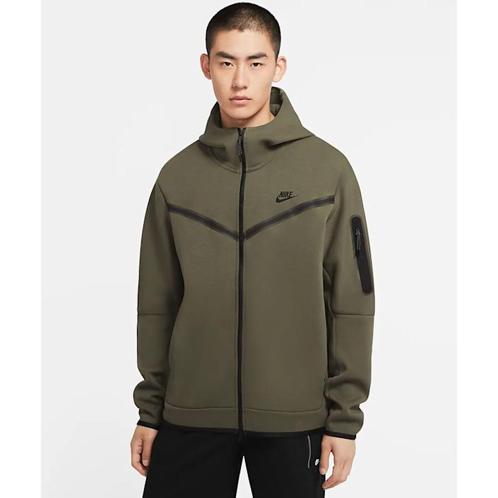 """<p><strong>nike</strong></p><p>nike.com</p><p><strong>$130.00</strong></p><p><a href=""""https://go.redirectingat.com?id=74968X1596630&url=https%3A%2F%2Fwww.nike.com%2Ft%2Fsportswear-tech-fleece-mens-full-zip-hoodie-5ZtTtk&sref=https%3A%2F%2Fwww.menshealth.com%2Fstyle%2Fg35280760%2Fbest-mens-clothing-brands%2F"""" rel=""""nofollow noopener"""" target=""""_blank"""" data-ylk=""""slk:BUY IT HERE"""" class=""""link rapid-noclick-resp"""">BUY IT HERE</a></p><p>When it comes to popular clothing brands for 2021, we can't think of a more fitting option than Nike. Their supremely comfortable activewear always tops the chart as one of the coolest men's clothing brands, but their athleisure offerings have become even more important for men during quarantine life. From their signature <a href=""""https://go.redirectingat.com?id=74968X1596630&url=https%3A%2F%2Fwww.nike.com%2Ft%2Fblazer-low-77-vintage-mens-shoe-pkcNzf%2FDA6364-400&sref=https%3A%2F%2Fwww.menshealth.com%2Fstyle%2Fg35280760%2Fbest-mens-clothing-brands%2F"""" rel=""""nofollow noopener"""" target=""""_blank"""" data-ylk=""""slk:shoes"""" class=""""link rapid-noclick-resp"""">shoes</a>, iconic logoed <a href=""""https://go.redirectingat.com?id=74968X1596630&url=https%3A%2F%2Fwww.nike.com%2Ft%2Fsportswear-mens-pullover-hoodie-JlWPXX%2FCU4373-010&sref=https%3A%2F%2Fwww.menshealth.com%2Fstyle%2Fg35280760%2Fbest-mens-clothing-brands%2F"""" rel=""""nofollow noopener"""" target=""""_blank"""" data-ylk=""""slk:sweats"""" class=""""link rapid-noclick-resp"""">sweats</a>, and everything you could ever need to look good at the gym, it doesn't get much better than this mega-brand.</p>"""