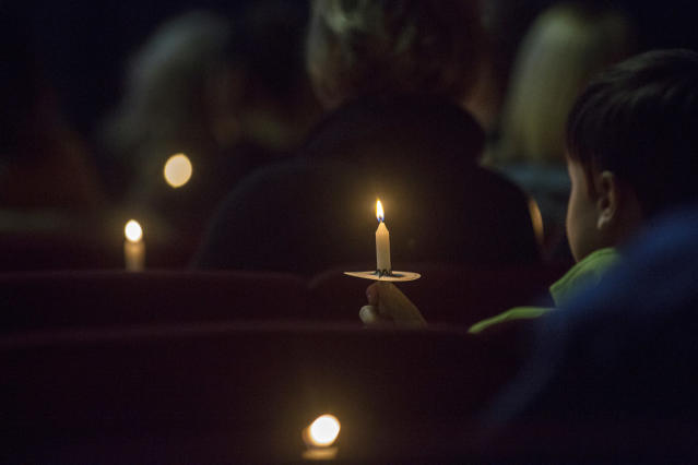 <p>People hold candles during a vigil at Impact Church in Benton, Ky., Jan. 23, 2018. The vigil was held for victims of the Marshall County High School shooting earlier in the day. (Photo: Ryan Hermens/The Paducah Sun via AP) </p>
