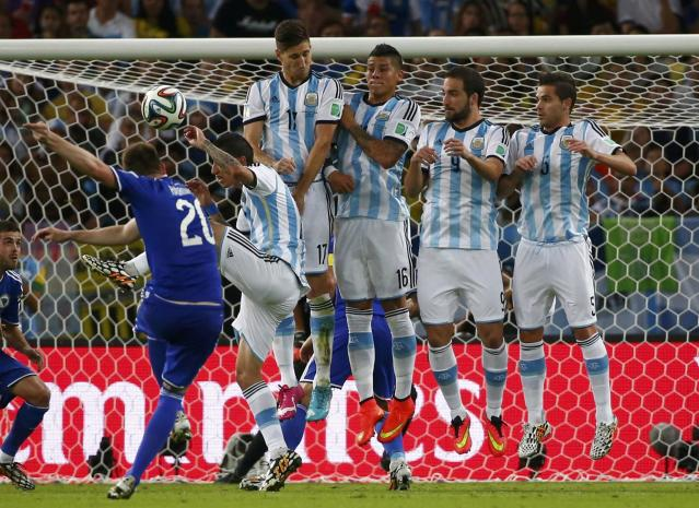 Bosnia's Izet Hajrovic takes a free kick during the 2014 World Cup Group F soccer match against Argentina at the Maracana stadium in Rio de Janeiro June 15, 2014. REUTERS/Michael Dalder (BRAZIL - Tags: SOCCER SPORT WORLD CUP)