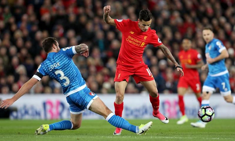 Steve Cook dispossesses Philippe Coutinho
