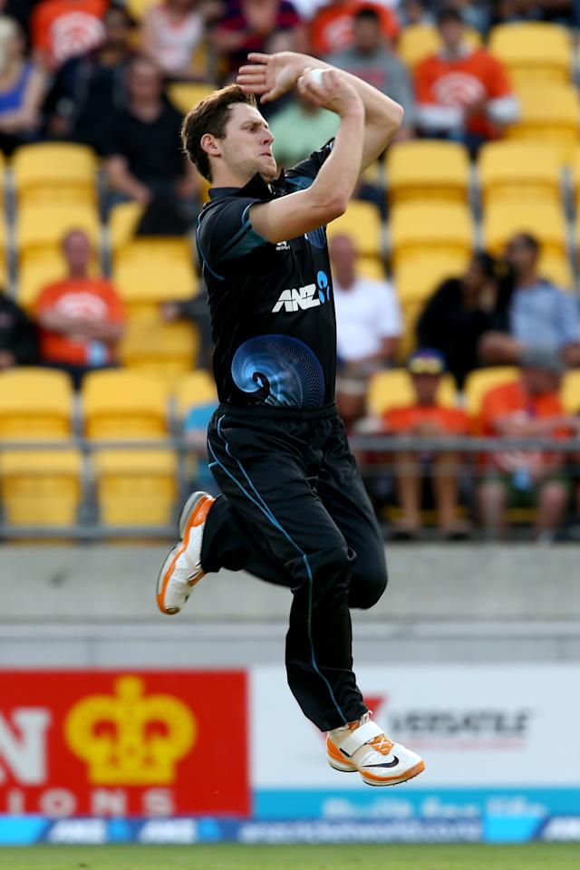 WELLINGTON, NEW ZEALAND - JANUARY 31:  Matt Henry of New Zealand bowls during Game 5 of the men's one day international between New Zealand and India at Westpac Stadium on January 31, 2014 in Wellington, New Zealand.  (Photo by Phil Walter/Getty Images)
