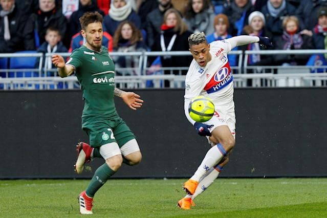Soccer Football - Ligue 1 - Olympique Lyonnais vs Saint-Etienne - Groupama Stadium, Lyon, France - February 25, 2018 Lyon's Mariano in action with St Etienne's Mathieu Debuchy REUTERS/Emmanuel Foudrot