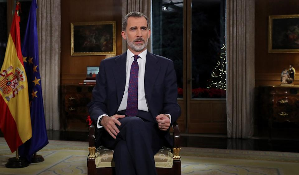 Spanish King Felipe VI delivers his Christmas Eve message at the Royal Palace in Madrid on December 24, 2018. (Photo by Andres BALLESTEROS / POOL / AFP)        (Photo credit should read ANDRES BALLESTEROS/AFP via Getty Images) (Photo: ANDRES BALLESTEROS via Getty Images)
