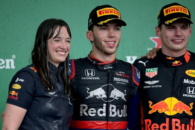 "Podio: Il vincitore della gara Max Verstappen, Red Bull Racing, secondo classificato Pierre Gasly, Toro Rosso, Hannah Schmitz, Red Bull Racing Strategy Engineer <span class=""copyright"">Red Bull Content Pool</span>"