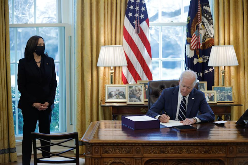 U.S. President Joe Biden signs the American Rescue Plan, a package of economic relief measures to respond to the impact of the coronavirus disease (COVID-19) pandemic, inside the Oval Office at the White House in Washington, U.S., March 11, 2021. REUTERS/Tom Brenner     TPX IMAGES OF THE DAY