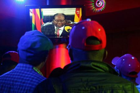 Zimbabwe ruling party tells Mugabe to resign or face ouster