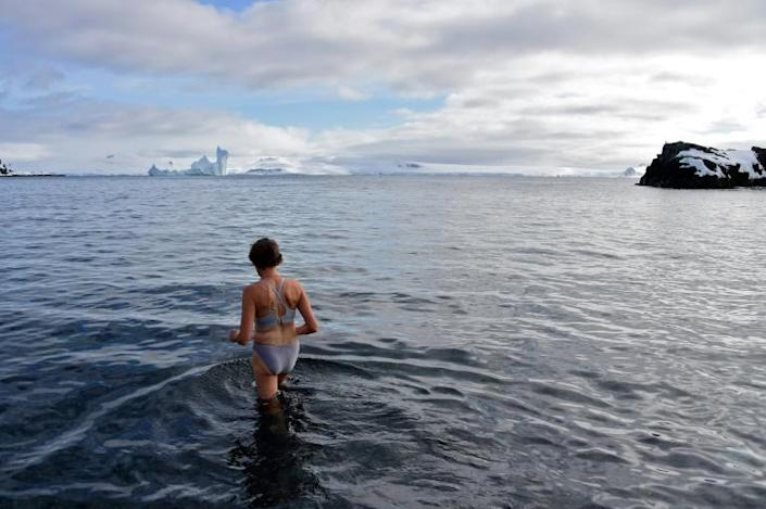 The water temperature is around three degrees Celsius (37.4 F) (AFP Photo/Johan ORDONEZ)