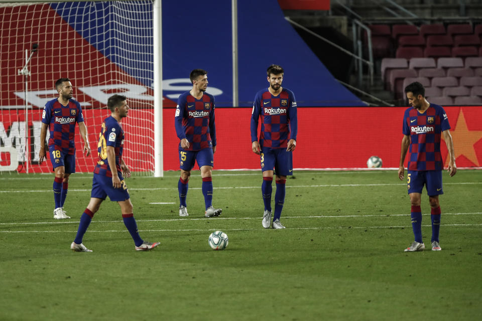 Sergio Busquets, Gerard Pique, Clement Lenglet, Jordi Alba and Sergi Roberto regretting the defeat during La Liga match between FC Barcelona and CA Osasuna behind closed doors due to Coronavirus at Camp Nou Stadium on July 16, 2020 in Barcelona, Spain. (Photo by Xavier Bonilla/NurPhoto via Getty Images)