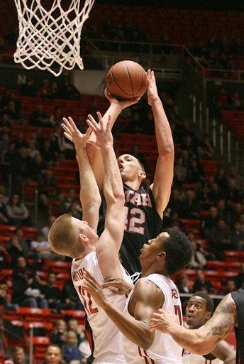 Utah's Jason Washburn, center, shoots against Washington State during an NCAA college basketball game Thursday, Jan. 5, 2012, in Salt Lake City. (AP Photo/The Deseret News, Paul Fraughton) SALT LAKE TRIBUNE OUT; PROVO DAILY HERALD OUT; MAGS OUT