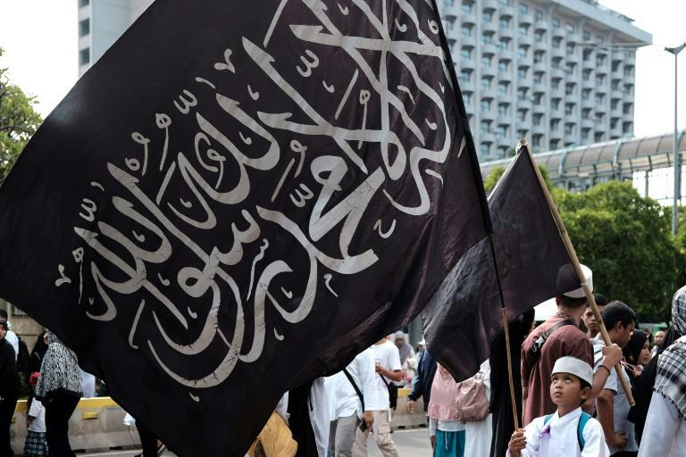 Many of the demonstrators were dressed in white and carryied Islamic flags