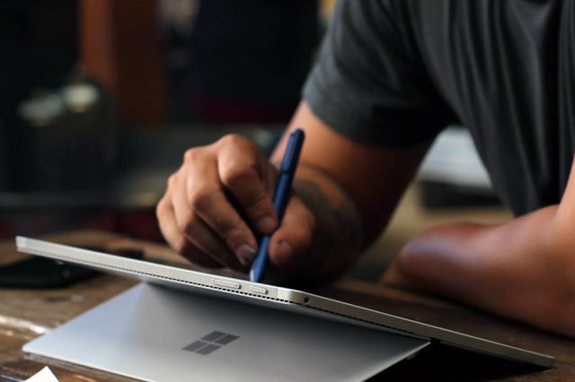 Having problems with your Microsoft Surface 4 Pro? We have 16 solutions