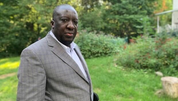 The charge of violating New Brunswick's Emergency Measures Act has been withdrawn against Dr. Jean-Robert Ngola, who now practices in Quebec. He was charged for not quarantining after he travelled from New Brunswick to Quebec last May and tested positive for the coronavirus a few days after his return. (Judy Trinh/CBC News file photo - image credit)